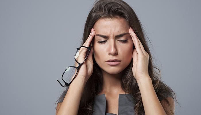 woman-with-a-migraine-aura.jpg